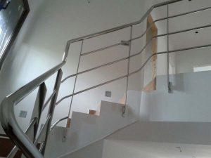 Comprar escaleras, barrandillas y balaustres con la mejor relación calidad precio y baratas en Valencia en Ventanas y Cerramientos Soria. Pedir presupuesto sin compromiso.